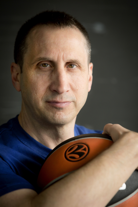 Portrait of head coach of Maccabi Tel Aviv basketball team, David Blatt. April 08, 2013. Photo by Moshe Shai/FLASH90 *** Local Caption *** ãéåéã áìàè