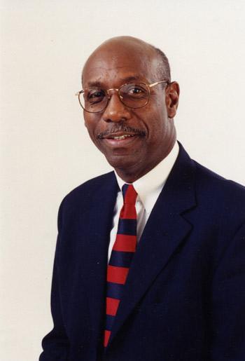Dr.-Naim-Akbar